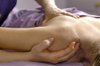 Klassische Massage der Schulter (Bild)